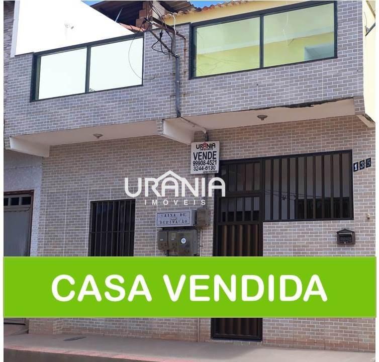 Casa a Venda no bairro Santa Paula II em Vila Velha - ES. 3 banheiros, 5 dormitórios, 1 suíte, 1 vaga na garagem, 2 cozinhas,  área de serviço,  copa,