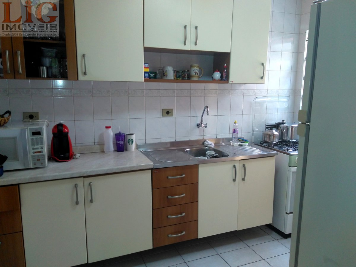 Sobrado a Venda no bairro Boqueirão em Curitiba - PR. 2 banheiros, 3 dormitórios, 1 vaga na garagem, 1 cozinha,  área de serviço,  lavabo,  sala de es