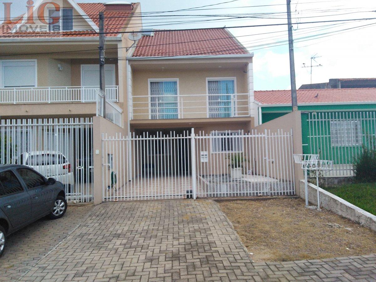 Sobrado a Venda no bairro Uberaba em Curitiba - PR. 2 banhei