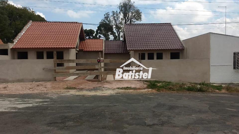Casa a Venda no bairro Vila Itaqui em Campo Largo - PR. 1 banheiro, 2 dormitórios, 1 vaga na garagem, 1 cozinha,  área de serviço.  - CA0207