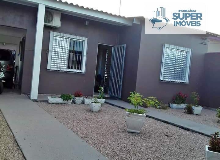 Casa a Venda no bairro Três Vendas em Pelotas - RS. 2 banheiros, 3 dormitórios, 2 vagas na garagem, 2 cozinhas,  área de serviço,  sala de estar,  sal