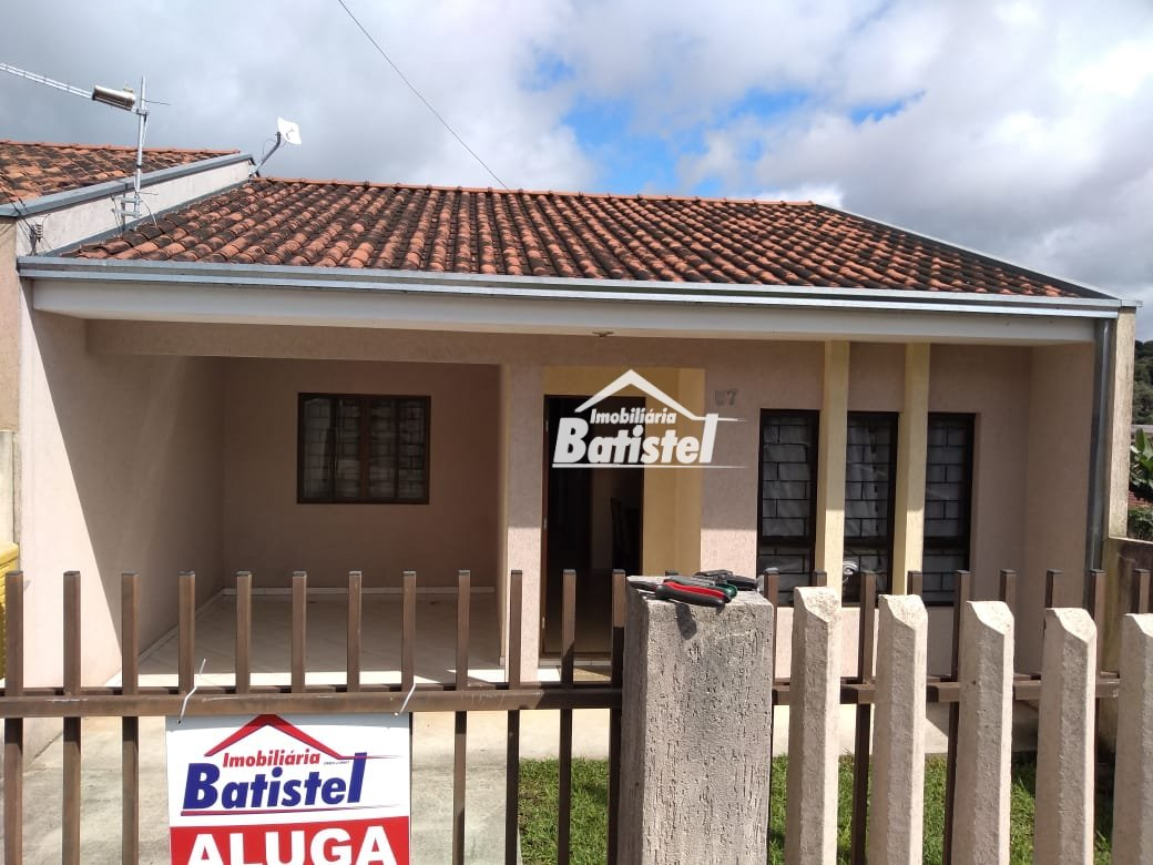 Casa para Alugar no bairro Jardim São Vicente em Campo Largo - PR. 1 banheiro, 2 dormitórios, 2 vagas na garagem, 1 cozinha,  área de serviço.  - CA02