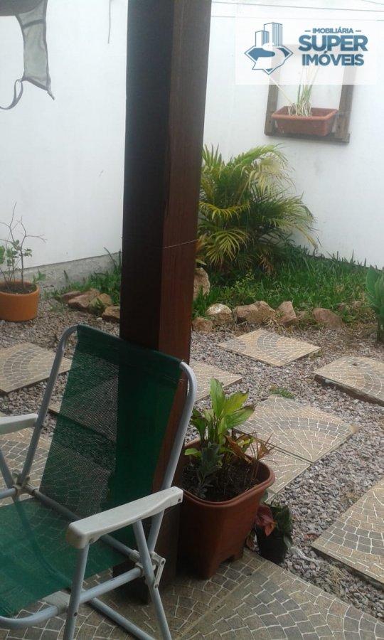 Casa a Venda no bairro Areal em Pelotas - RS. 1 banheiro, 3 dormitórios, 1 vaga na garagem, 1 cozinha,  área de serviço,  sala de estar,  sala de jant
