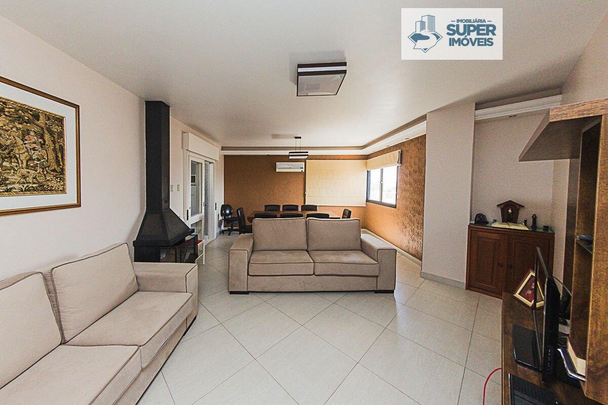 Apartamento a Venda no bairro Centro em Pelotas - RS. 4 banheiros, 3 dormitórios, 1 suíte, 2 vagas na garagem, 1 cozinha,  área de serviço,  lavabo,