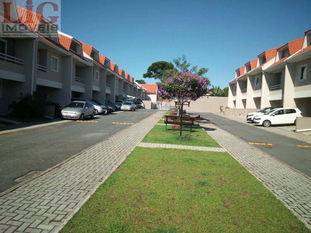 Sobrado a Venda no bairro Boqueirão em Curitiba - PR. 2 banheiros, 3 dormitórios, 1 suíte, 2 vagas na garagem, 1 cozinha,  área de serviço,  lavabo,