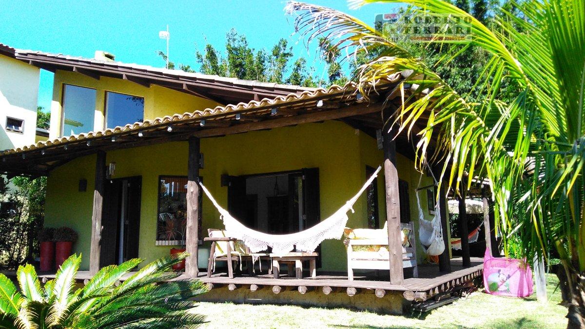 Casa a Venda no bairro Ouvidor em Garopaba - SC. 2 banheiros, 3 dormitórios, 1 suíte, 2 vagas na garagem, 1 cozinha,  área de serviço,  lavabo,  sala