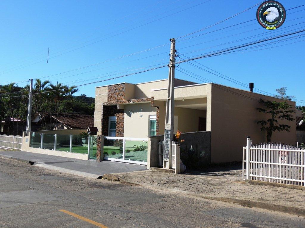 Casa à venda  no Pirabeiraba (Centro) - Joinville, SC. Imóveis