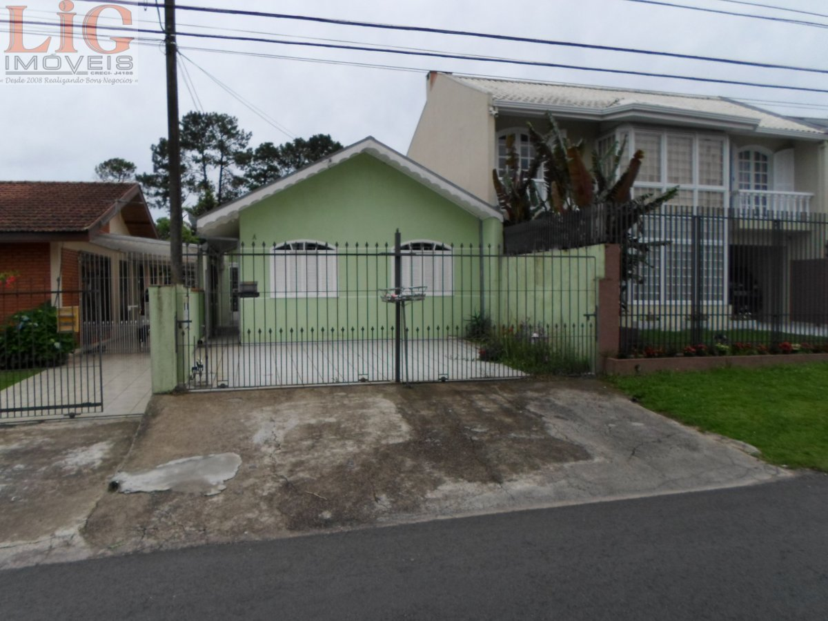 Casa para Alugar no bairro Xaxim em Curitiba - PR. 1 banheiro, 2 dormitórios, 1 vaga na garagem, 1 cozinha,  área de serviço.  - L-106