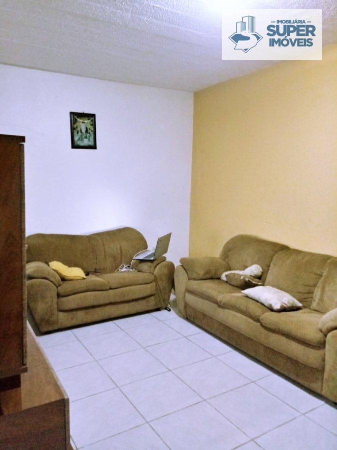 Casa a Venda no bairro Três Vendas em Pelotas - RS. 2 banheiros, 3 dormitórios, 2 vagas na garagem, 1 cozinha,  área de serviço,  sala de estar,  sala