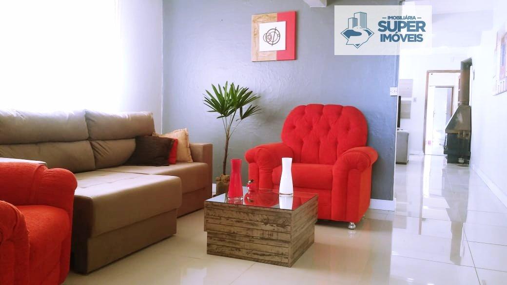 Casa a Venda no bairro Fragata em Pelotas - RS. 2 banheiros, 3 dormitórios, 1 suíte, 2 vagas na garagem, 1 cozinha,  área de serviço,  sala de estar,