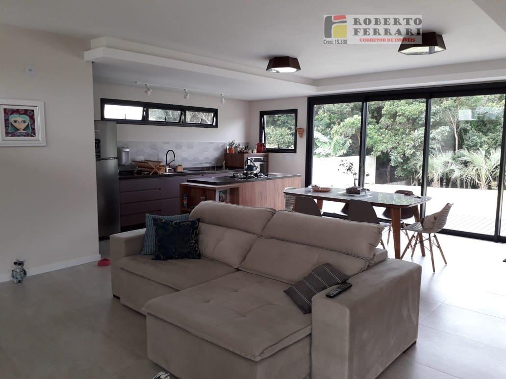 Casa a Venda no bairro Araçatuba em Imbituba - SC. 2 banheiros, 2 dormitórios, 1 suíte, 2 vagas na garagem, 1 cozinha,  área de serviço,  lavabo,  sal