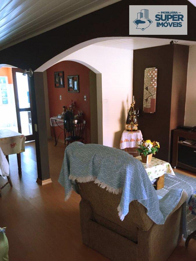 Casa a Venda no bairro Areal em Pelotas - RS. 2 banheiros, 3 dormitórios, 1 suíte, 2 vagas na garagem, 1 cozinha,  área de serviço,  sala de estar,  s