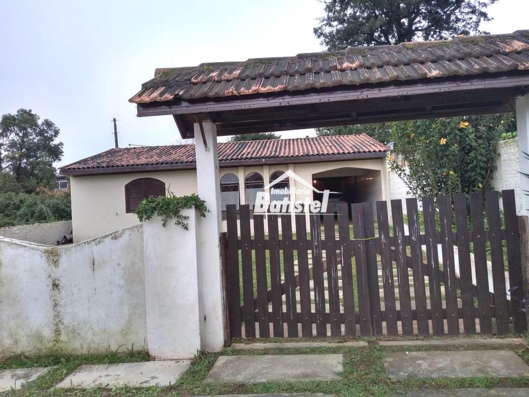 Casa para Alugar no bairro Centro em Campo Largo - PR. 1 banheiro, 3 dormitórios, 1 suíte, 2 vagas na garagem, 1 cozinha.  - CA0259