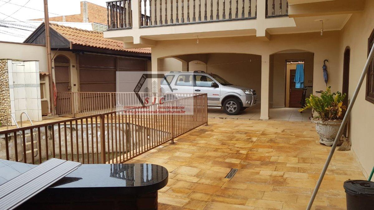Casa a Venda no bairro Jardim Mollon em Santa Bárbara D´Oeste - SP. 2 banheiros, 3 dormitórios, 1 suíte, 4 vagas na garagem, 1 cozinha,  área de servi