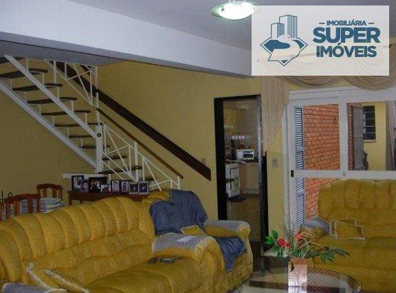 Casa a Venda no bairro Centro em Pelotas - RS. 4 banheiros, 5 dormitórios, 1 suíte, 2 vagas na garagem, 1 cozinha,  closet,  área de serviço,  lavabo,