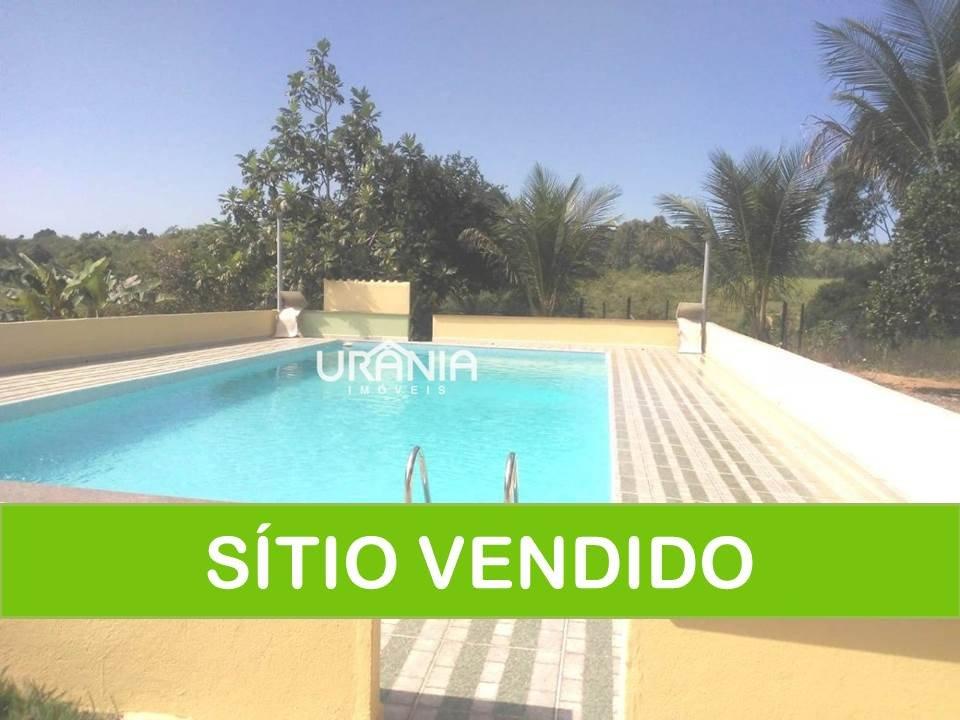 Sítio a Venda no bairro Xurí em Vila Velha - ES. 2 banheiros, 2 dormitórios, 5 vagas na garagem, 1 cozinha.  - 259