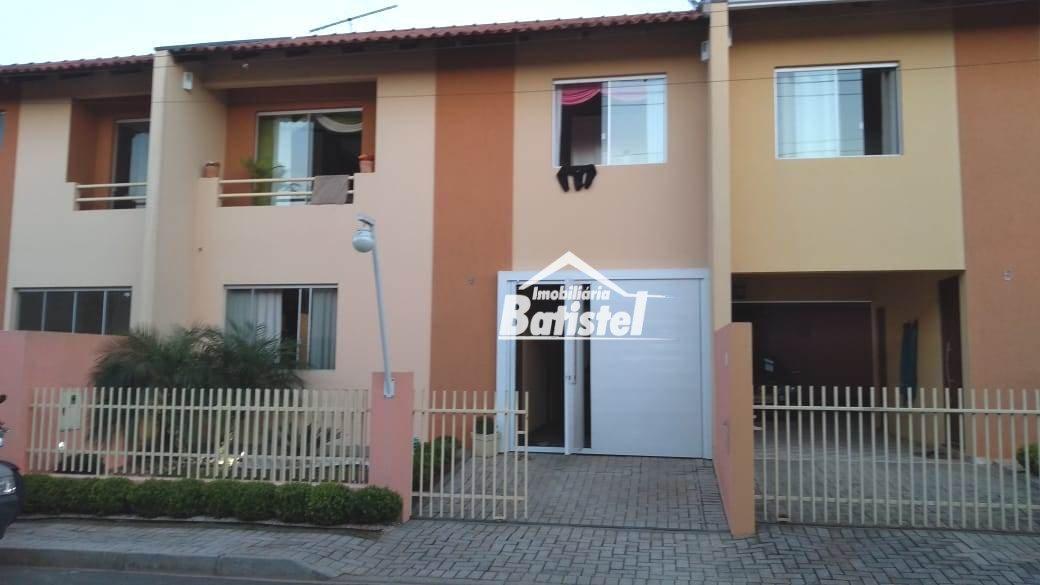 Sobrado a Venda no bairro Conjunto Habitacional Joaquim Celestino Ferreira em Campo Largo - PR. 1 banheiro, 3 dormitórios, 1 suíte, 2 vagas na garagem
