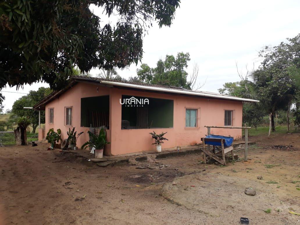 Sítio a Venda no bairro Xurí em Vila Velha - ES. 1 banheiro, 2 dormitórios, 1 cozinha,  sala de tv.  - 280