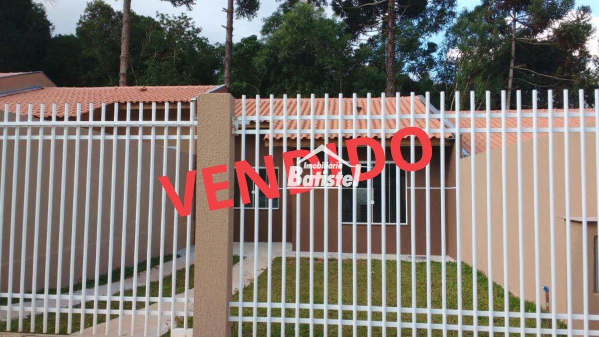 Casa a Venda no bairro Conjunto Habitacional Monsenhor Francisco Gorski em Campo Largo - PR. 1 banheiro, 2 dormitórios, 2 vagas na garagem, 1 cozinha,