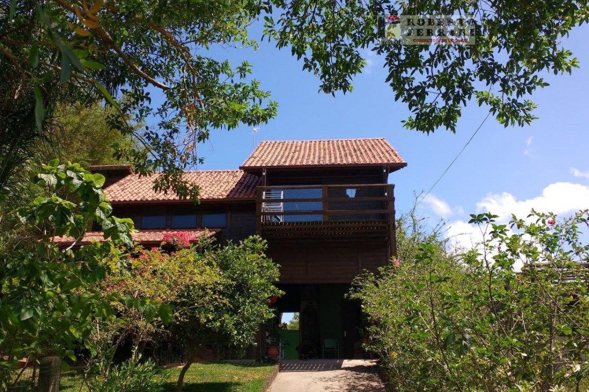 Casa a Venda no bairro Arroio em Imbituba - SC. 2 banheiros, 3 dormitórios, 1 vaga na garagem, 1 cozinha,  área de serviço.  - 221
