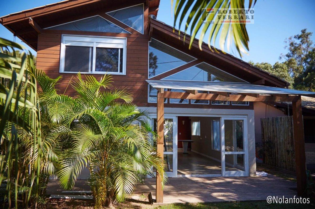 Casa a Venda no bairro Arroio em Imbituba - SC. 3 banheiros, 3 dormitórios, 1 suíte, 1 vaga na garagem, 1 cozinha,  área de serviço,  copa,  lavabo,