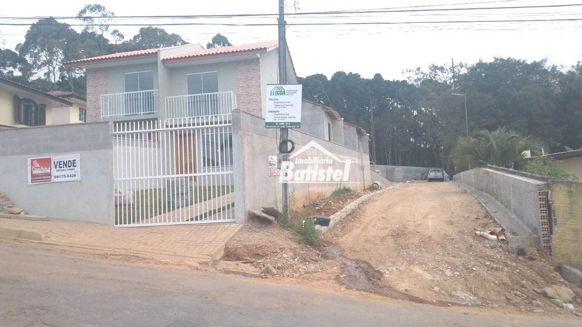 Sobrado a Venda no bairro Conjunto Águas Claras em Campo Largo - PR. 1 banheiro, 2 dormitórios, 2 vagas na garagem, 1 cozinha,  área de serviço,  lava