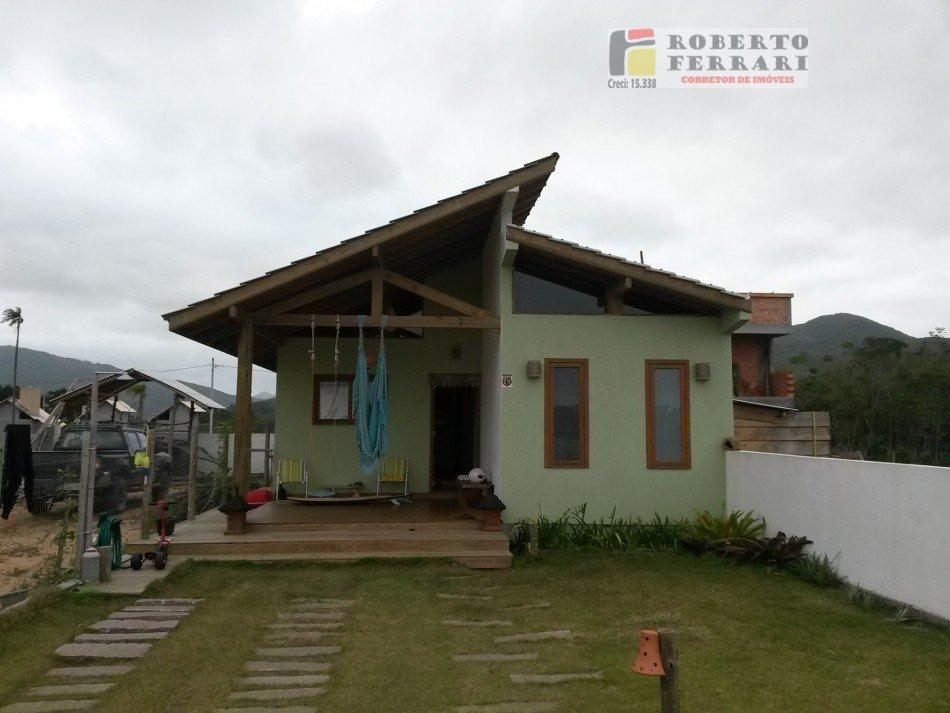 Casa a Venda e para Alugar no bairro Campo Duna em Garopaba - SC. 1 banheiro, 3 dormitórios, 2 vagas na garagem, 1 cozinha,  área de serviço,  lavabo,