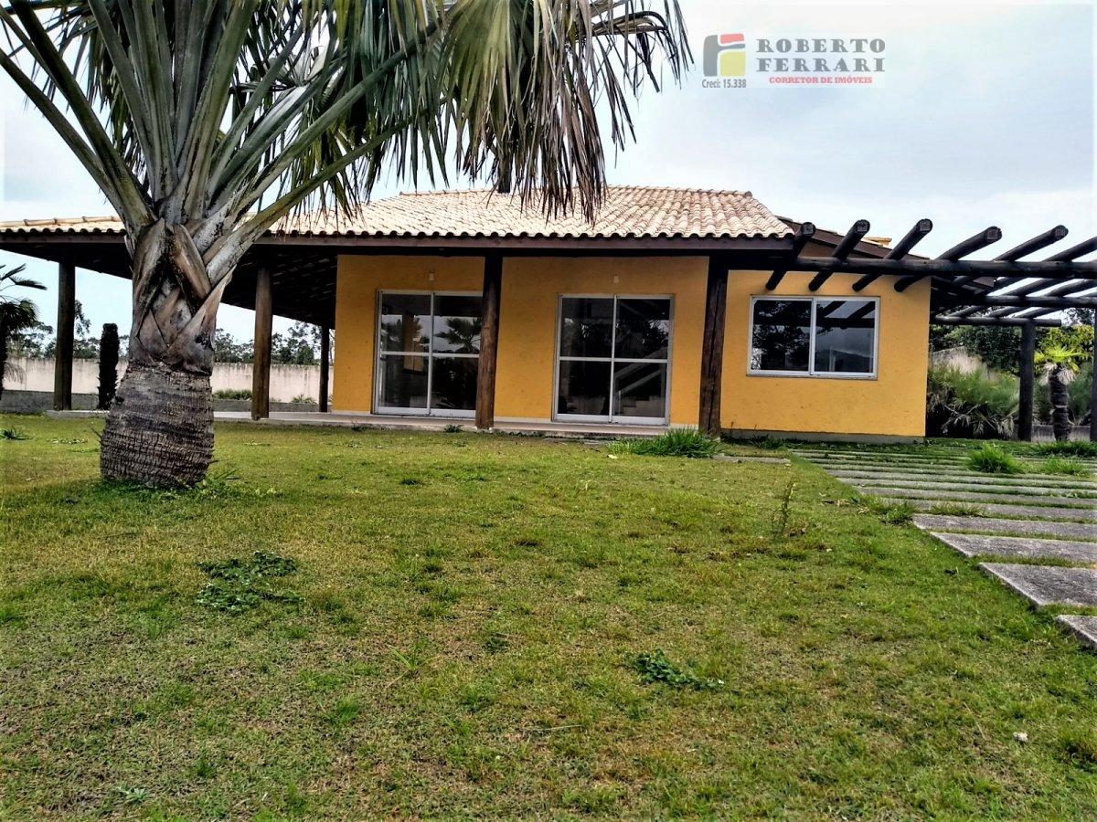 Casa a Venda no bairro Araçatuba em Imbituba - SC. 4 banheiros, 4 dormitórios, 2 suítes, 2 vagas na garagem, 1 cozinha,  área de serviço,  lavabo,  sa