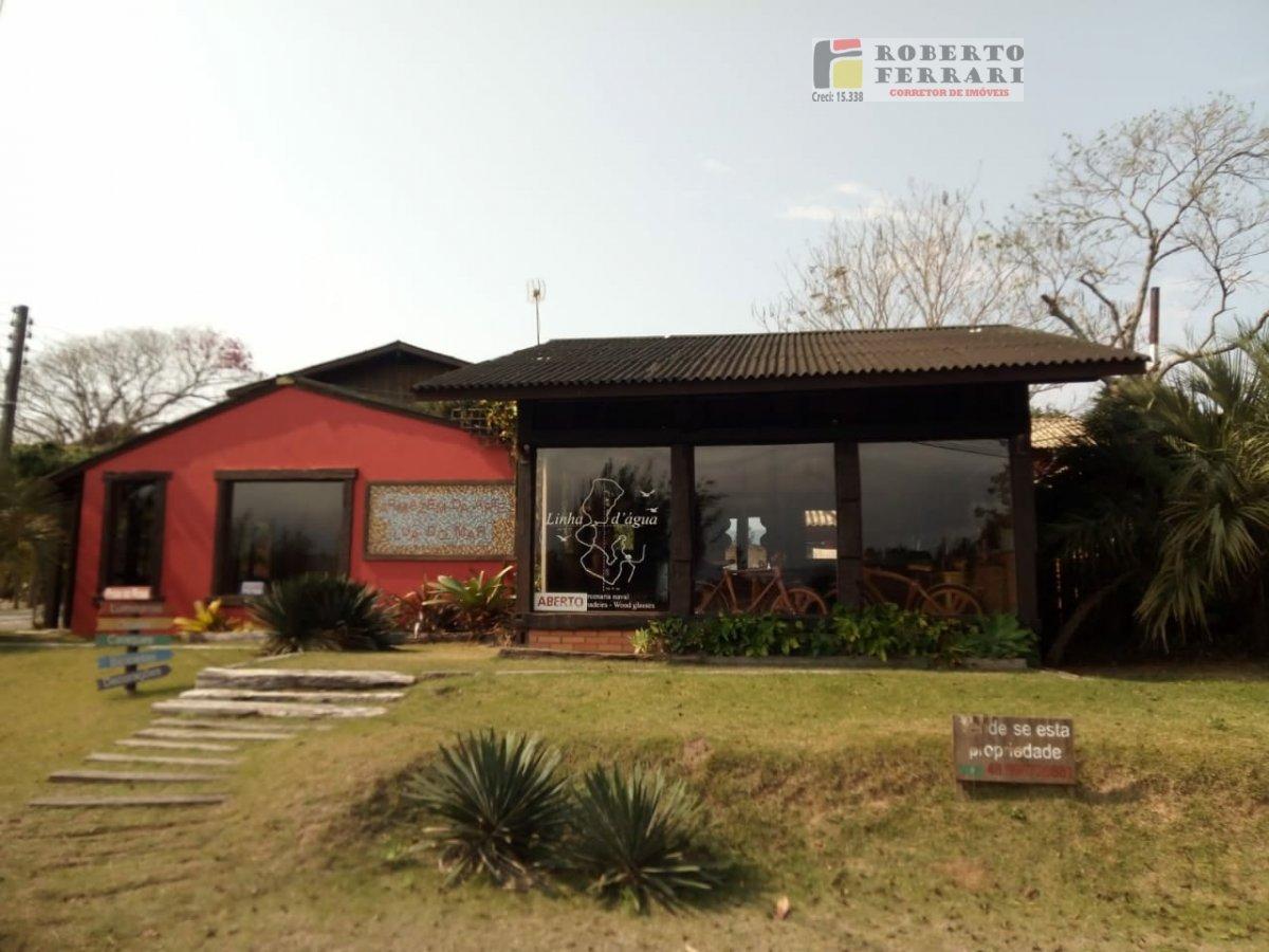 Ponto comercial a Venda no bairro Ibiraquera em Imbituba - SC. 3 banheiros, 4 dormitórios, 2 suítes, 3 vagas na garagem, 1 cozinha,  área de serviço.