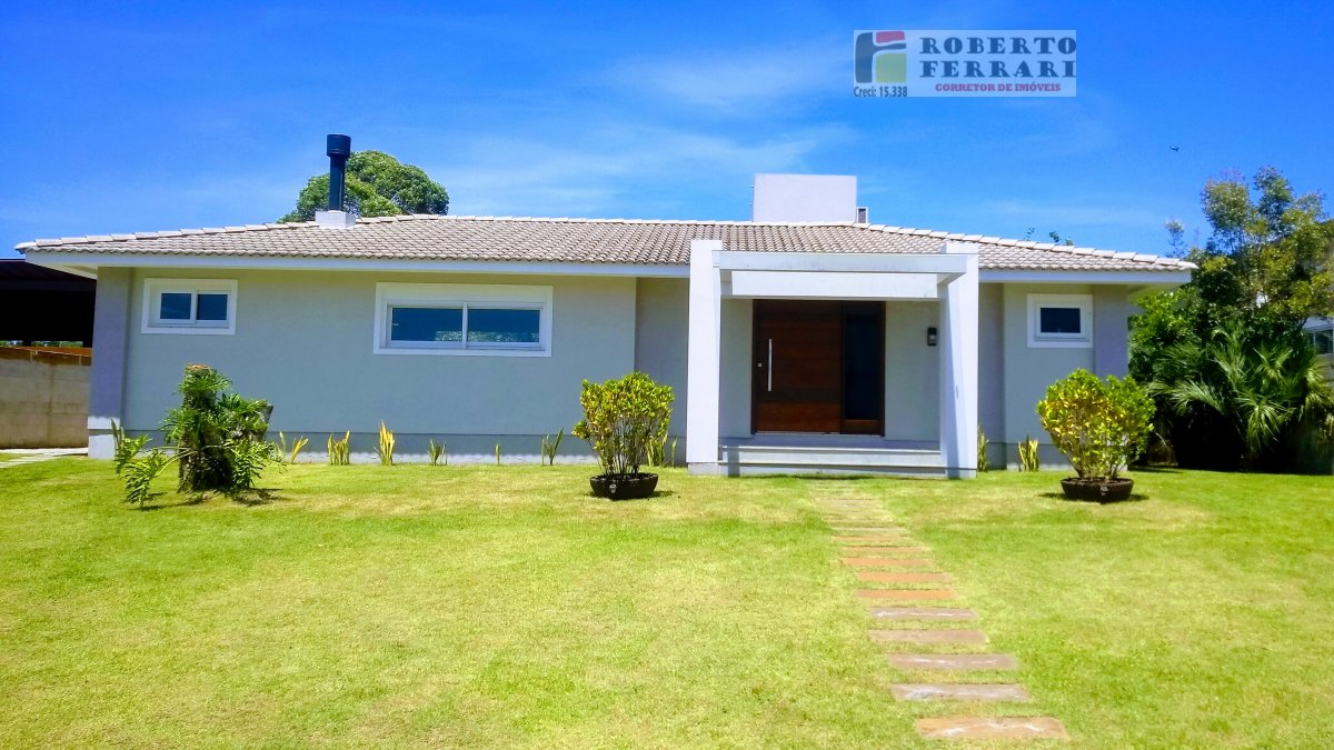 Casa a Venda e para Alugar no bairro Araçatuba em Imbituba - SC. 3 banheiros, 3 dormitórios, 2 suítes, 2 vagas na garagem, 1 cozinha,  closet,  área d