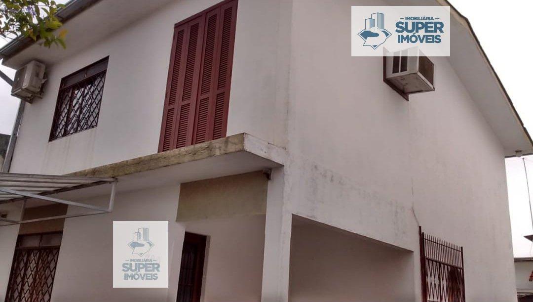 Casa a Venda no bairro Três Vendas em Pelotas - RS. 2 banheiros, 3 dormitórios, 3 vagas na garagem, 1 cozinha,  área de serviço,  sala de estar,  sala