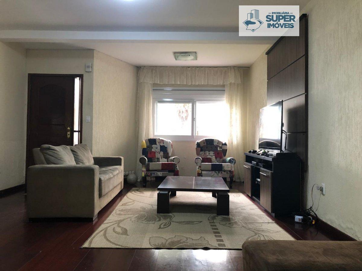 Casa a Venda no bairro Fragata em Pelotas - RS. 3 banheiros, 4 dormitórios, 1 suíte, 4 vagas na garagem, 1 cozinha,  lavabo,  sala de estar,  sala de