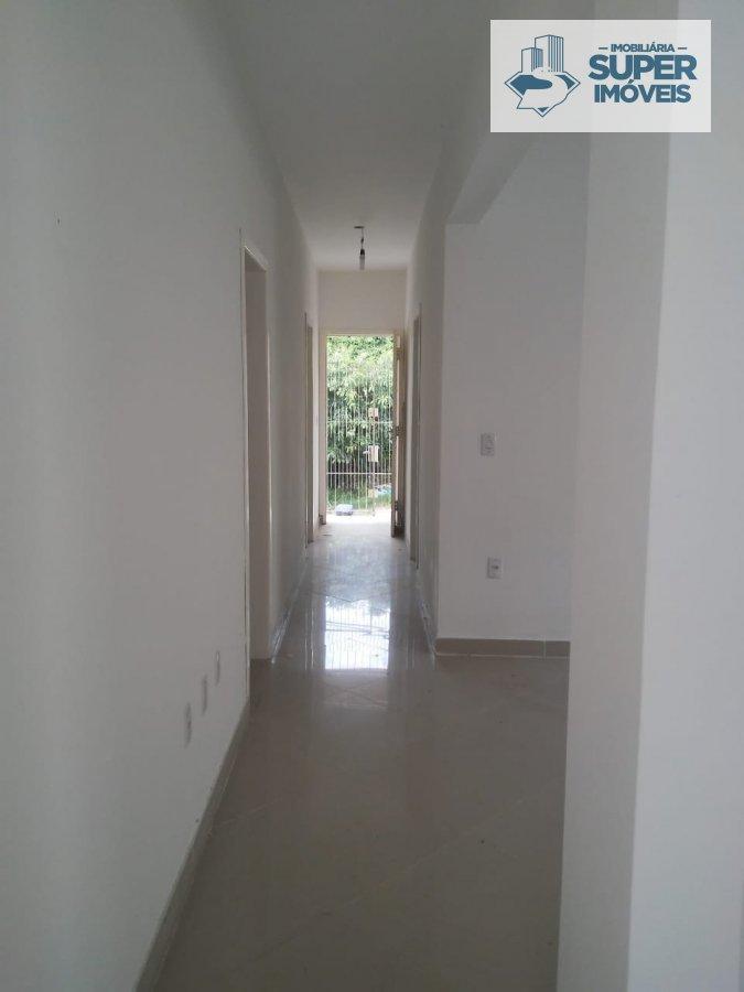 Casa a Venda no bairro Areal em Pelotas - RS. 1 banheiro, 3 dormitórios, 2 vagas na garagem, 1 cozinha,  área de serviço,  sala de estar,  sala de jan