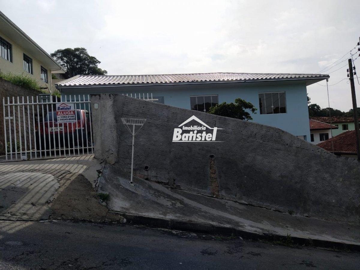 Casa para Alugar no bairro Vila Santa Terezinha em Campo Largo - PR. 1 banheiro, 3 dormitórios, 2 vagas na garagem, 1 cozinha.  - CA0285