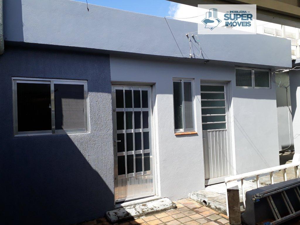 Casa a Venda no bairro Fragata em Pelotas - RS. 2 banheiros, 3 dormitórios, 1 vaga na garagem, 2 cozinhas,  área de serviço,  sala de estar,  sala de