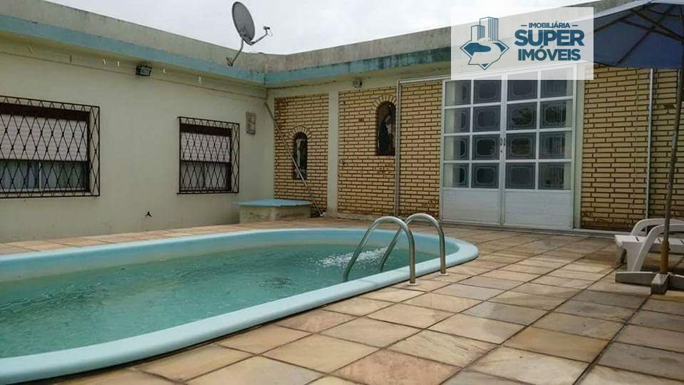 Casa a Venda no bairro Areal em Pelotas - RS. 2 banheiros, 3 dormitórios, 2 vagas na garagem, 2 cozinhas,  área de serviço,  sala de estar,  sala de j