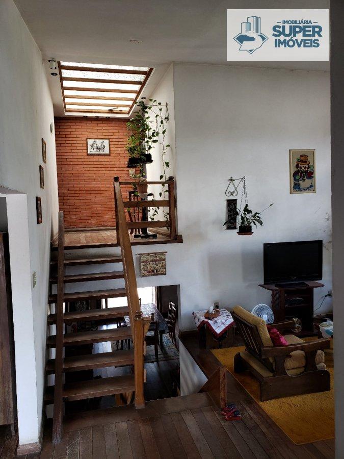 Casa a Venda no bairro Fragata em Pelotas - RS. 4 banheiros, 3 dormitórios, 1 suíte, 2 vagas na garagem, 1 cozinha,  closet,  área de serviço,  copa,