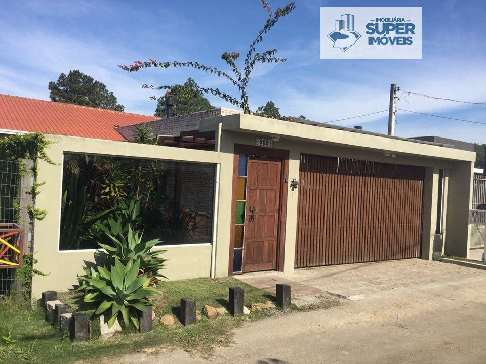 Casa a Venda no bairro Laranjal em Pelotas - RS. 3 banheiros, 4 dormitórios, 1 suíte, 1 vaga na garagem, 1 cozinha,  closet,  área de serviço,  lavabo