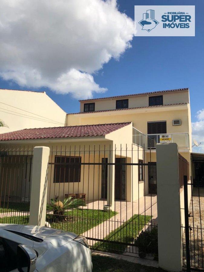 Casa a Venda no bairro Três Vendas em Pelotas - RS. 3 banheiros, 3 dormitórios, 1 suíte, 1 vaga na garagem, 1 cozinha,  closet,  área de serviço,  sal