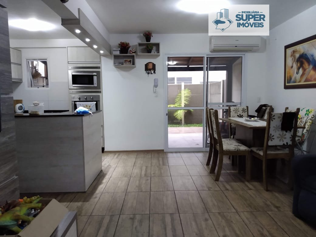 Casa a Venda no bairro Areal em Pelotas - RS. 2 banheiros, 3 dormitórios, 2 vagas na garagem, 1 cozinha,  área de serviço,  sala de estar,  sala de ja