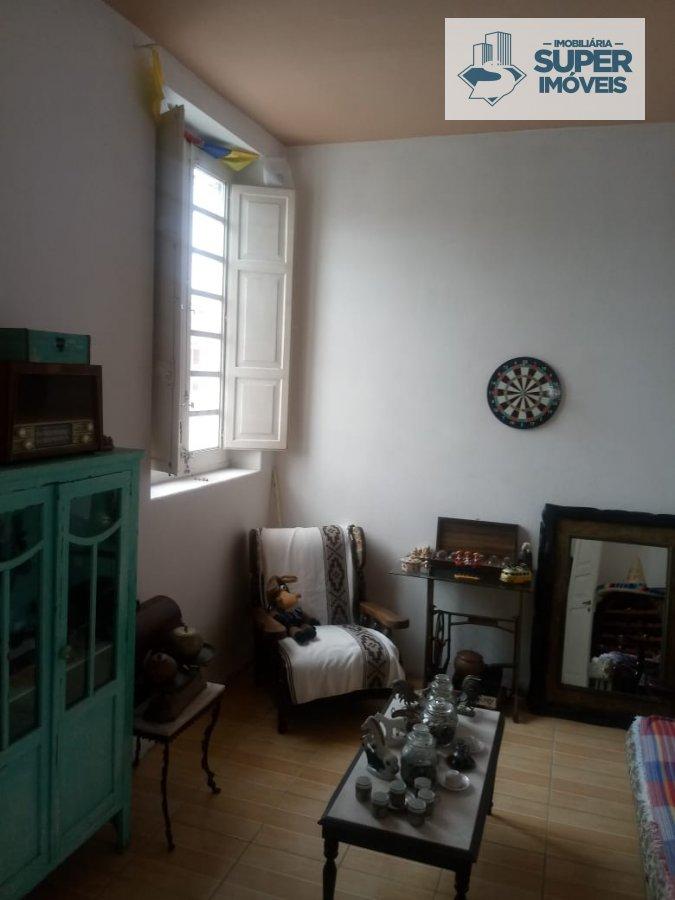 Casa a Venda no bairro Centro em Pelotas - RS. 2 banheiros, 3 dormitórios, 1 suíte, 1 cozinha,  área de serviço,  lavabo,  sala de estar,  sala de jan