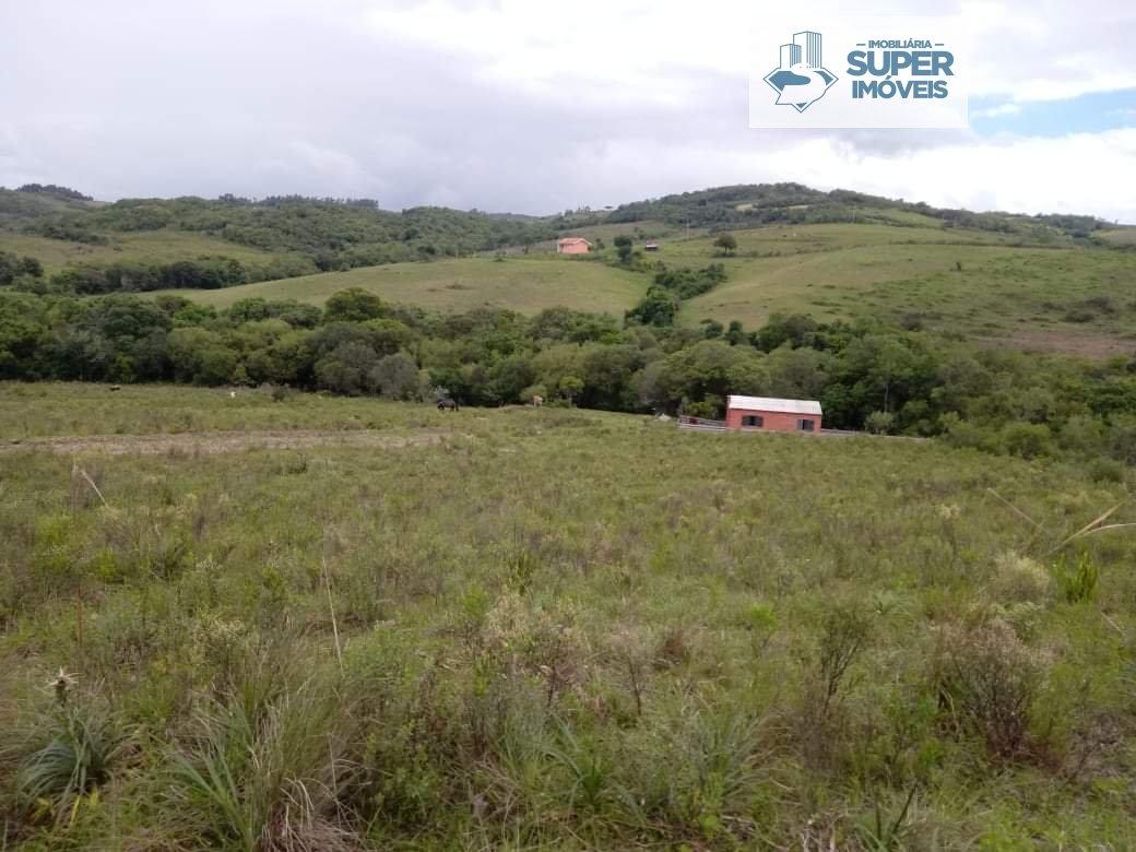 Sítio a Venda no bairro Centro em Canguçu - RS. 1 banheiro, 1 dormitório, 1 cozinha,  área de serviço,  sala de estar,  sala de jantar.  - 1202
