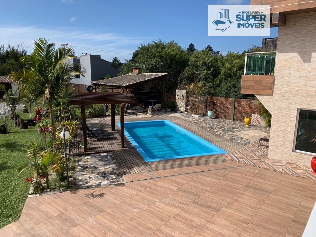 Casa a Venda no bairro Laranjal em Pelotas - RS. 6 banheiros, 4 dormitórios, 2 suítes, 5 vagas na garagem, 3 cozinhas,  closet,  área de serviço,  cop