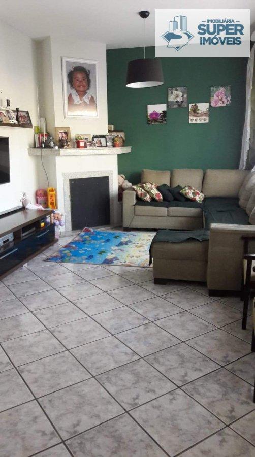 Casa a Venda no bairro Três Vendas em Pelotas - RS. 3 banheiros, 4 dormitórios, 4 vagas na garagem, 1 cozinha,  área de serviço,  sala de estar,  sala