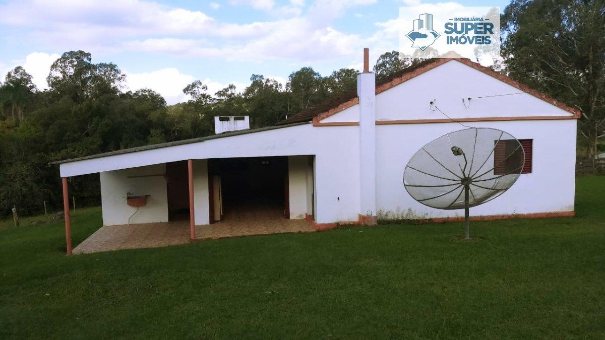 Chácara a Venda no bairro Centro em Morro Redondo - RS. 1 banheiro, 3 dormitórios, 2 vagas na garagem, 1 cozinha,  área de serviço,  sala de estar,  s