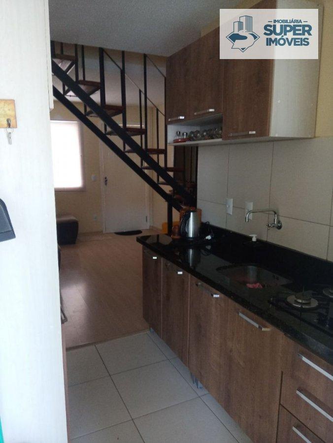 Sobrado a Venda no bairro Fragata em Pelotas - RS. 3 banheiros, 3 dormitórios, 1 suíte, 1 vaga na garagem, 1 cozinha,  lavabo,  sala de estar,  sala d