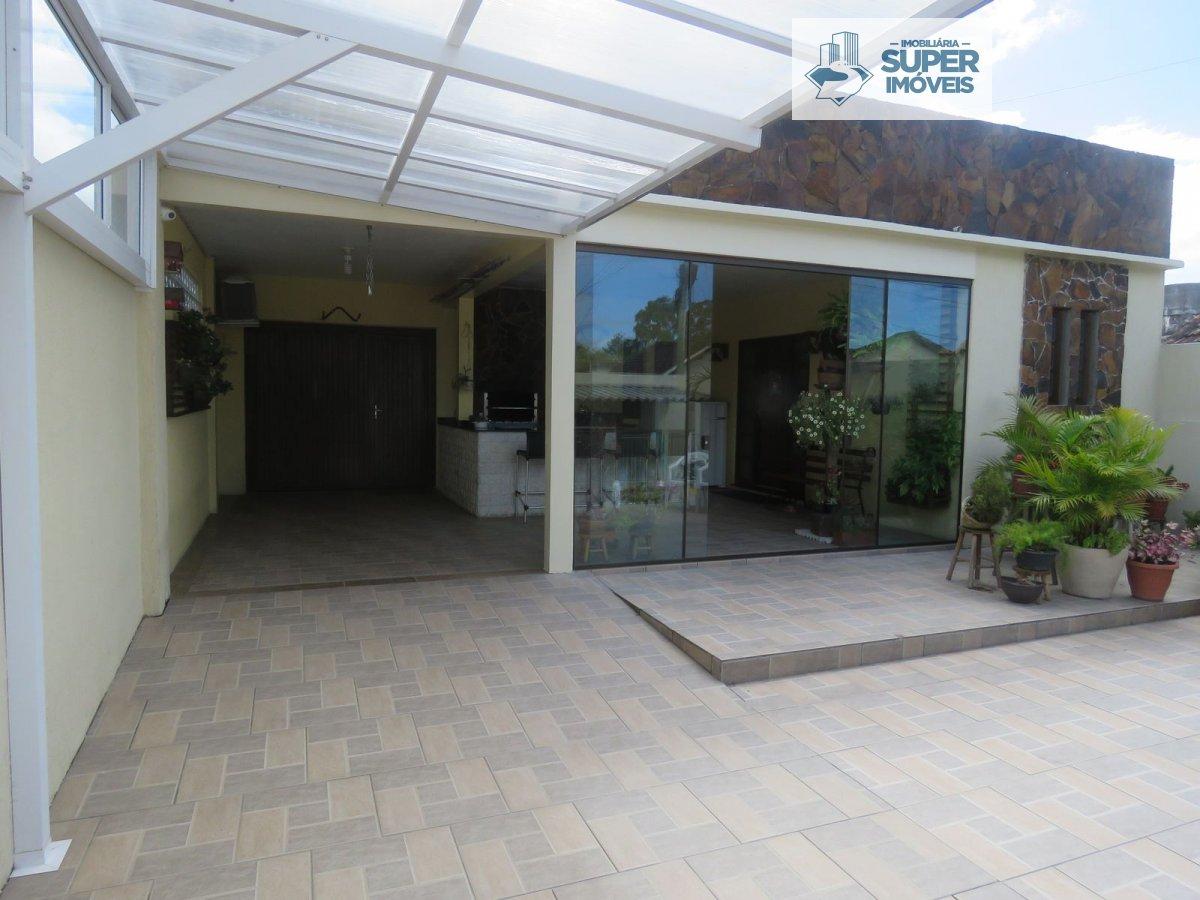Sobrado a Venda no bairro Três Vendas em Pelotas - RS. 2 banheiros, 3 dormitórios, 1 suíte, 1 vaga na garagem, 1 cozinha,  closet,  área de serviço,