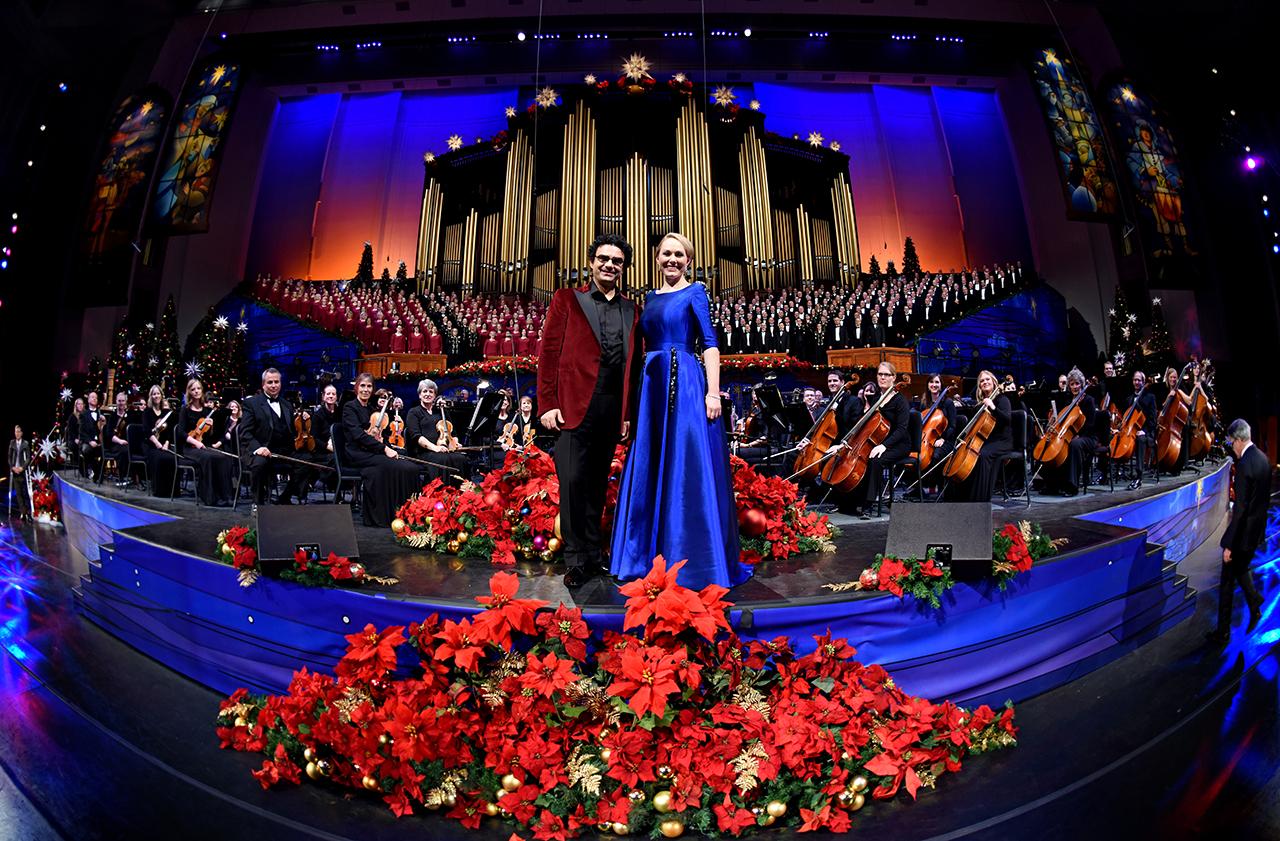 christmas with the mormon tabernacle choir featuring rolando villazon