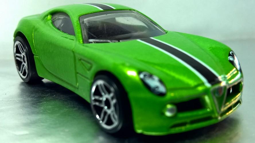 Hotwheels alfa romeo 8c competizione keyring diecast car