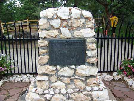 "CODY, WILLIAM FREDERICK ""BUFFALO BILL"" (FAMOUS) - Jefferson County, Colorado | WILLIAM FREDERICK ""BUFFALO BILL"" (FAMOUS) CODY - Colorado Gravestone Photos"